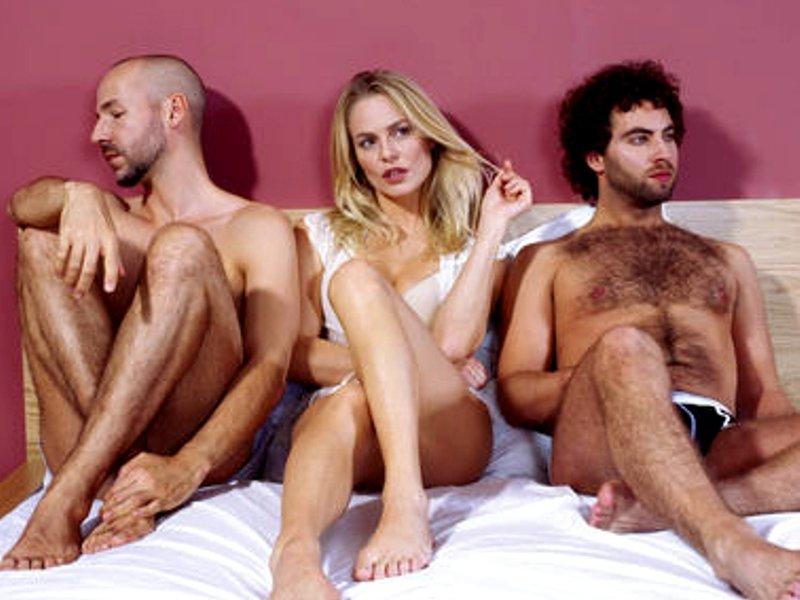 Секс женщины с 2 мя мужчинами порно видео
